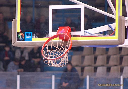 Сломанное баскетбольное кольцо