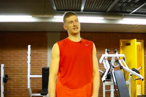 Баскетболист после тренировки